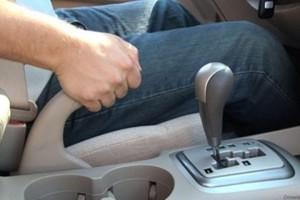 Các thói quen làm cho ô tô mau hỏng