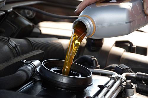 Tầm quan trọng của việc thay dầu cho xe ô tô và những điều lưu ý