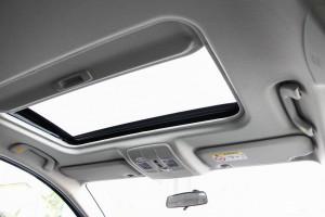 Tại sao ở Việt Nam cửa sổ trời trên xe không được thông dụng