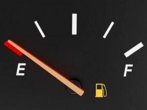 Động cơ xe bị ảnh hưởng như thế nào khi xe cạn xăng